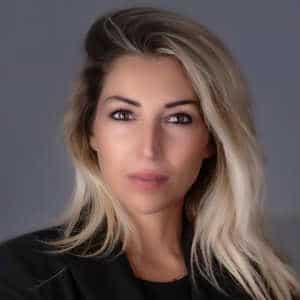Veronica Luzi, Professionista LPG